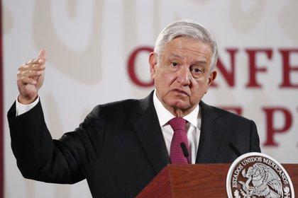 El presidente de México, Andrés Manuel López Obrador, habla durante una rueda de prensa matutina este miércoles, en el Palacio Nacional de Ciudad de México (México). EFE/ José Méndez