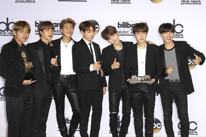 El grupo surcoreano BTS aún forma parte de la premiación (Foto. EFE /Nina Prommer)