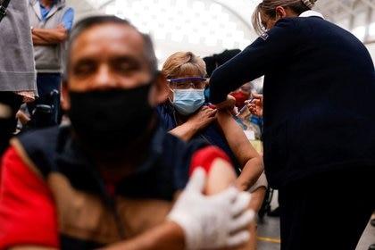 """Al ser consultado si estaba dispuesto a enviar vacunas a México, Biden señaló: """"vamos a hablar de eso"""", antes de pedir a los periodistas que abandonaran la sala. (Foto: Reuters)"""