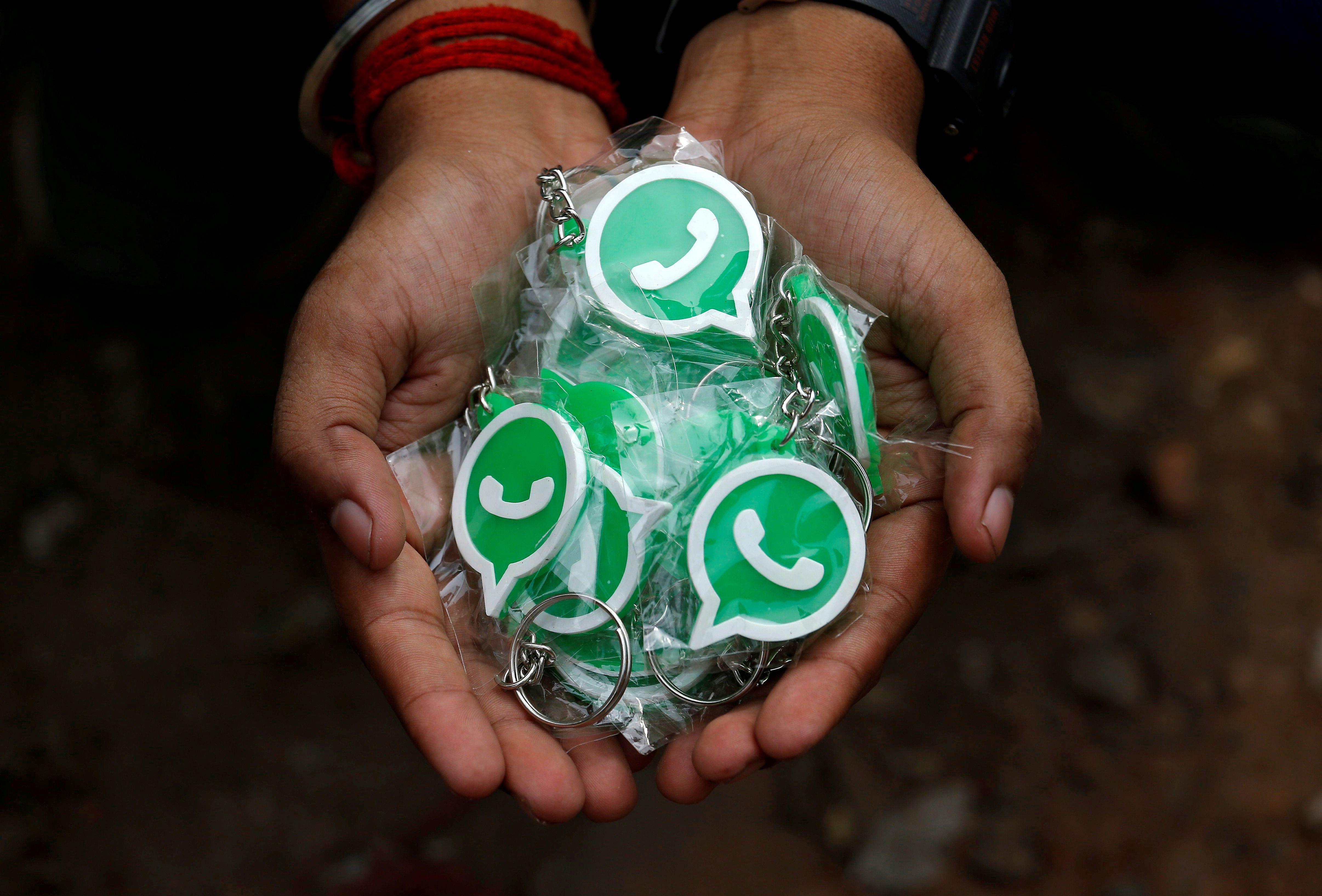 La nueva política de uso de WhatsApp comenzó a regir el 15 de mayo (REUTERS/Rupak De Chowdhuri/File Photo)