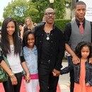 Eddie Murphy con algunos de sus hijos (Crédito: Grosby Group)