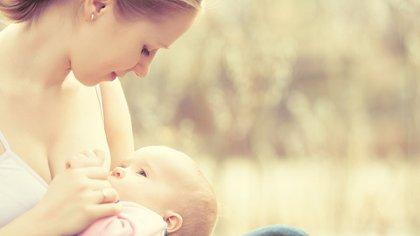 La lactancia es un período clave en la salud presente y futura del bebé y de la mamá (Shutterstock)