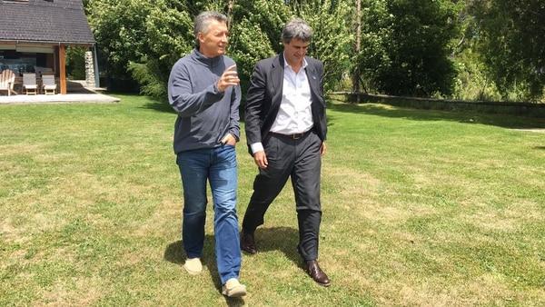 Alfonso Prat-Gay junto al presidente Mauricio Macri