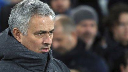 Mourinho fue apuntado por el histórico Paul Scholes (AP)