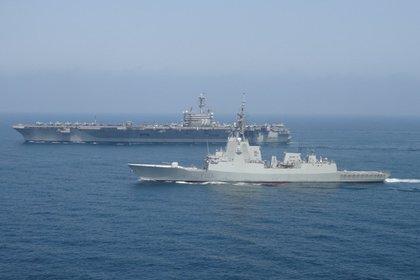 08/05/2014 Imagen de archivo de una fragata realizando un ejercicio con un portaaviones estadounidense. POLITICA ESPAÑA EUROPA MADRID MINISTERIO DE DEFENSA