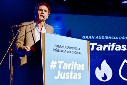El ex intendente de San Martín, y hoy ministro de Obras Públicas, Gabriel Katopodis, fue el primer expositor en la Gran Audiencia Pública Nacional contra los aumentos de las tarifas en los servicios de luz, agua, gas y transportes  en la última etapa del gobierno de Mauricio Macri (NA)