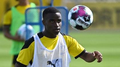 Moukoko podría jugar este sábado ante el Hertha BSC y convertirse en el debutante más joven de la historia de la Bundesliga (AFP)