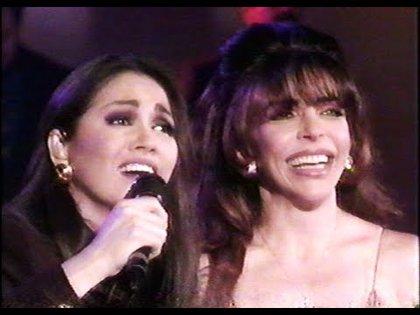 La cantante fue invitada en varias ocasiones a los famosos programas nocturnos conducidos por Verónica Castro (Foto: Captura de pantalla)