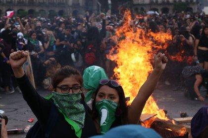 Aunque el presidente ha minimizado la violencia feminicida en el confinamiento, diversos grupos se han pronunciado al respecto. (Foto: Twitter@coletivanietas)