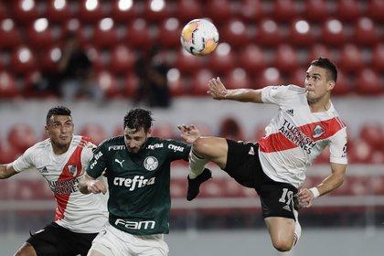 Borré contó con tres chances en el primer tiempo y no pudo convertir (REUTERS/Juan Ignacio Roncoroni)