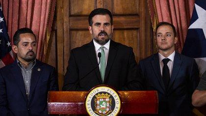 El ex gobernador de Puerto Rico, Ricardo A. Rosselló, habla durante una conferencia de prensa en San Juan, Puerto Rico