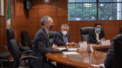 López-Gatell se reunió con el laboratorio Landsteiner para conocer la propuesta de prueba de la vacuna Sputnik-V (Foto: Twitter @ HLGatell)