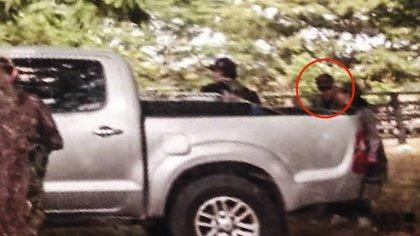 Jesús Santrich ingresando a la camioneta de placas venezolanas. Foto: Suministrada por una fuente del Gobierno a Semana