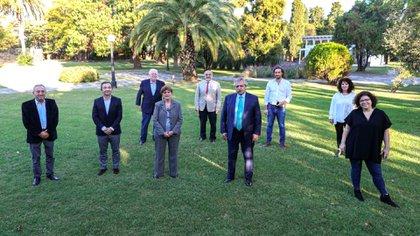 Alberto Fernández y su equipo de asesores (@SAM_MedInterna)