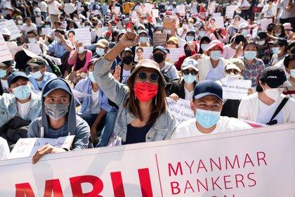 La población de Myanmar volvió a salir a las calles este jueves por sexto día consecutivo (REUTERS/Stringer)