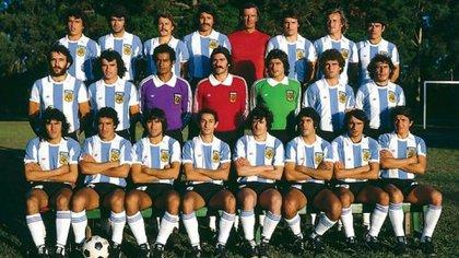 La fotografía oficial de la selección argentina que levantaría la Copa del Mundo en 1978, dirigida por César Luis Menotti.