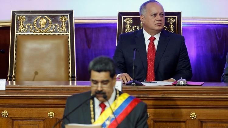 Diosdado Cabello detrás de Nicolás Maduro (REUTERS/Manaure Quintero)