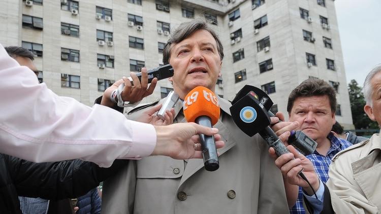 El ex jefe del Ejército en una rueda de prensa (Foto: Télam)