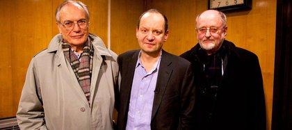 Philippe Sands con Horst Wächter (izq) y Niklas Frank, dos hijos de nazis con perspectivas muy distintas sobre sus padres (The Ratline/ BBC)