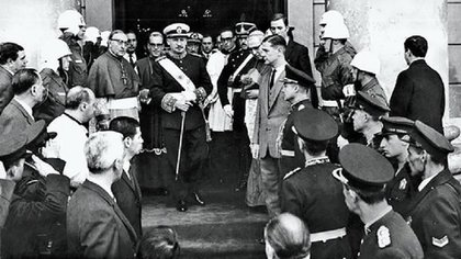 El 29 de mayo de 1970, los festejos del Día del Ejército quedaron irremediablemente opacados para el dictador Juan Carlos Onganía, que desde un año antes venía recibiendo fuertes presiones de sus propios colegas para que modificara el rumbo de su gobierno