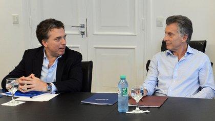 El ex ministro de Hacienda, Nicolás Dujovne, junto al ex presidente Mauricio Macri.