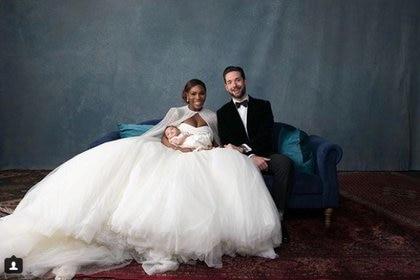 Serena Williams y Alexis Ohanian el día de su boda, con la pequeña Alexis Olympia en brazos. Foto: Instagram