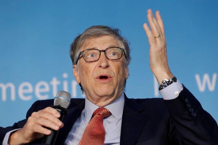 Bill Gates, copresidente de la Fundación Bill y Melinda Gates, habla en un panel de discusión sobre la construcción de capital humano durante la reunión de primavera del FMI/Banco Mundial en Washington, EE.UU., el 21 de abril de 2018. (REUTERS/Yuri Gripas)
