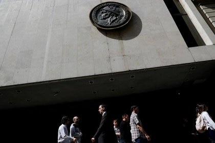 La entrada de la Bolsa de Comercio de Buenos Aires, en el centro porteño. (Reuters)