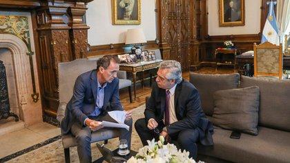 El presidente Alberto Fernández recibió en su despacho al ministro de Obras Públicas Gabriel Katopodis