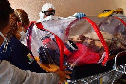 La Cofepris alertó a la población sobre el riesgo de usar pruebas rápidas para COVID-19 que no cuentan con el aval de la dependencia (Foto: EFE)