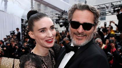 Joaquin Phoenix and Rooney Mara embrace on the red carpet during the Oscars arrivals at the 92nd Academy Awards in Hollywood, Los Angeles, California, U.S., February 9, 2020. REUTERS/Mike Blake