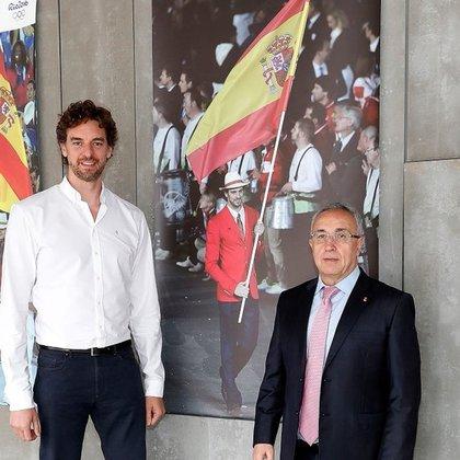 23/02/2021 El presidente del COE, Alejandro Blanco, junto al internacional de baloncesto Pau Gasol en la sede de dicho organismo en Madrid. ESPAÑA EUROPA MADRID DEPORTES COE