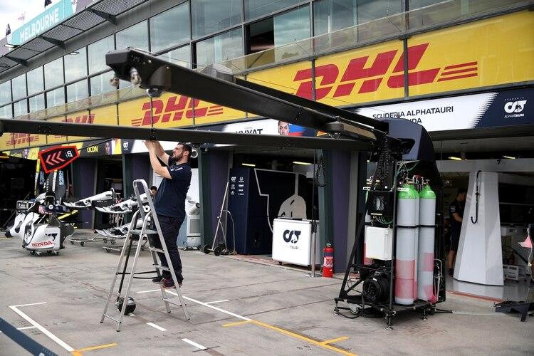 Los equipos de Fórmula 1 buscan ayudar a los afectados por el coronavirus (REUTERS/Loren Elliott)
