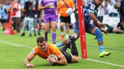 Emiliano Boffelli convierte en el Super Rugby durante un match en Sudáfrica antes de la pandemia. Luego, Jaguares pasaría a ser un recuerdo.