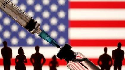 Según datos del rastreador británico Our World In Data, Estados Unidos ya vacunó a más de 85 millones de personas (REUTERS/Dado Ruvic)