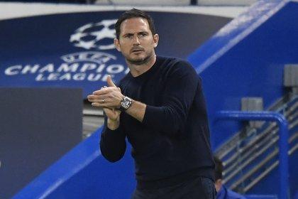 Frank Lampard quiere evitar problemas si surge un brote de coronavirus en el vestuario del Chelsea (Reuters)