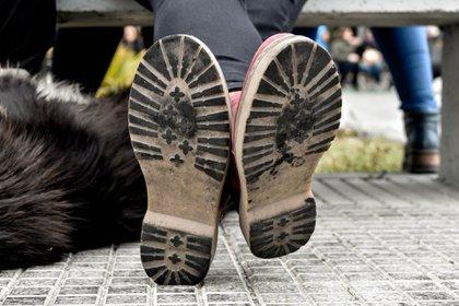 Las marcas del hollín en la suela de los zapatos (Aníbal Aguaisol)