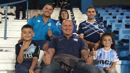 Juan Scardillo en la platea del Cilindro junto a su familia