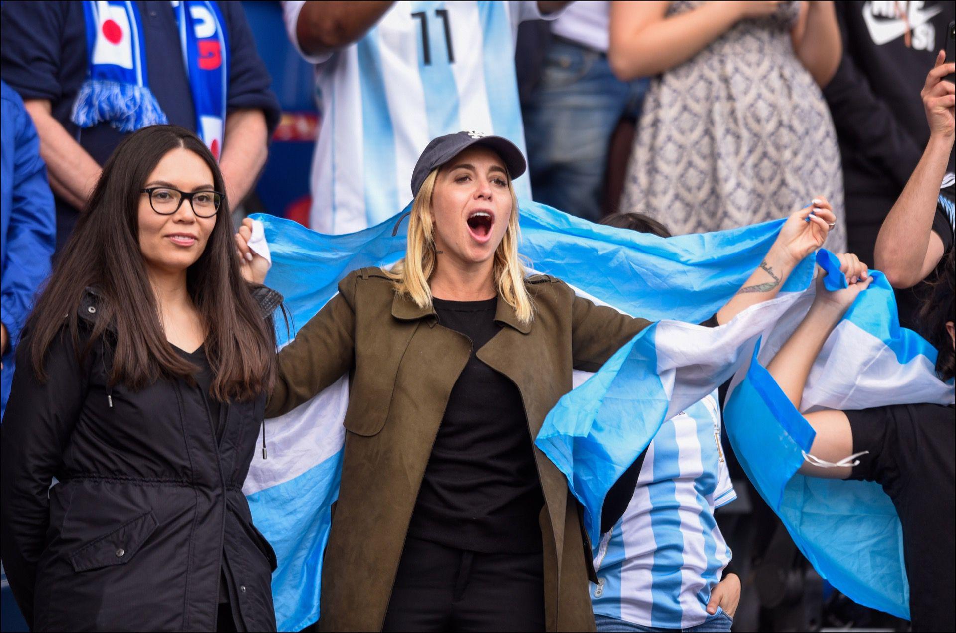 Una fan de la selección argentina durante el partido inaugural ante Japón, en el Mundial de Fútbol Femenino.