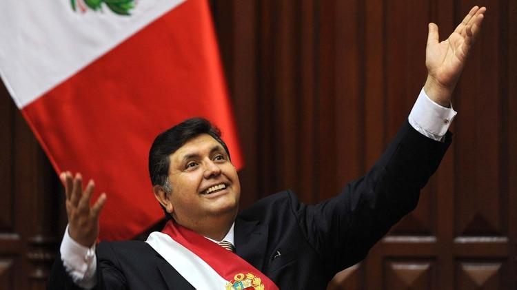 Alan García durante un discurso en el Congreso peruano en 2009. (Photo by Ernesto BENAVIDES / AFP)