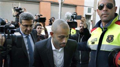 Mascherano al presentarse en la Justicia española por la acusación de defraudar al fisco (EFE).