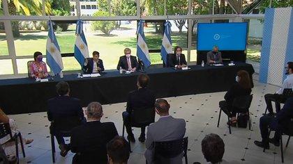 De izquierda a derecha: Mayra Mendoza, Axel  Kicillof, Alberto Fernández, Santiago Cafiero y Jorge Ferraresi