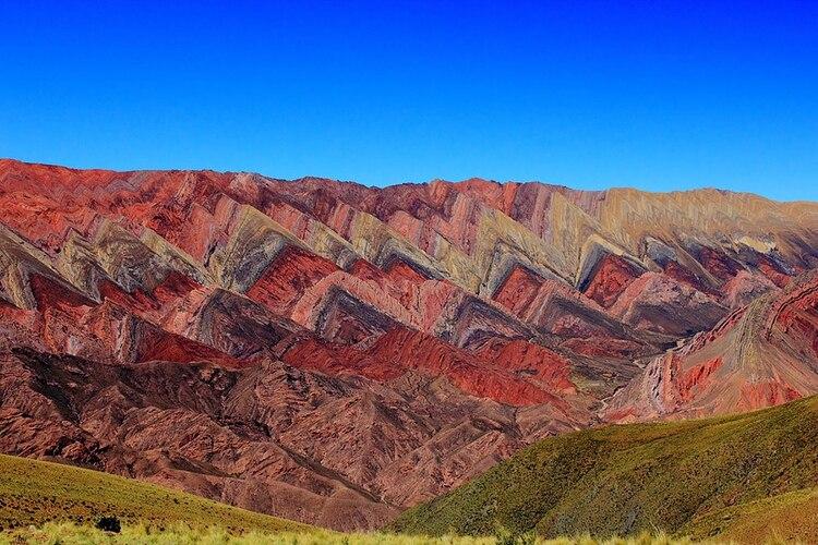 El suelo jujeño recibe por año a miles de turistas que quieren ser testigos del conjunto de paisajes que alberga Jujuy