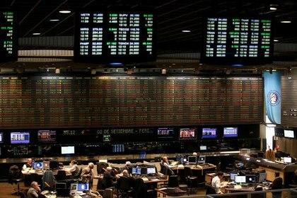 Más de 13 empresas lanzaron en los últimos 60 días unos 21 instrumentos de deuda por $9.000 millones con ajuste Badlar y USD 585 millones ajustables por Dólar Linked (Reuters)
