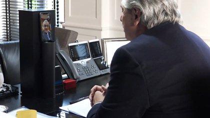 Charla entre Alberto Fernández y Sebastián Piñera en octubre del año pasado, cuando se acordó eliminar el roaming en comunicaciones entre ambos países