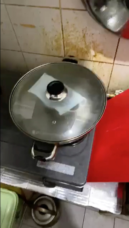 Algunos optar por hervir las mascarillas para reutilizarlas