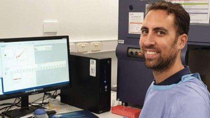 El profesor Menno van Zelm en su laboratorio de la Universidad Monash (Monash University)
