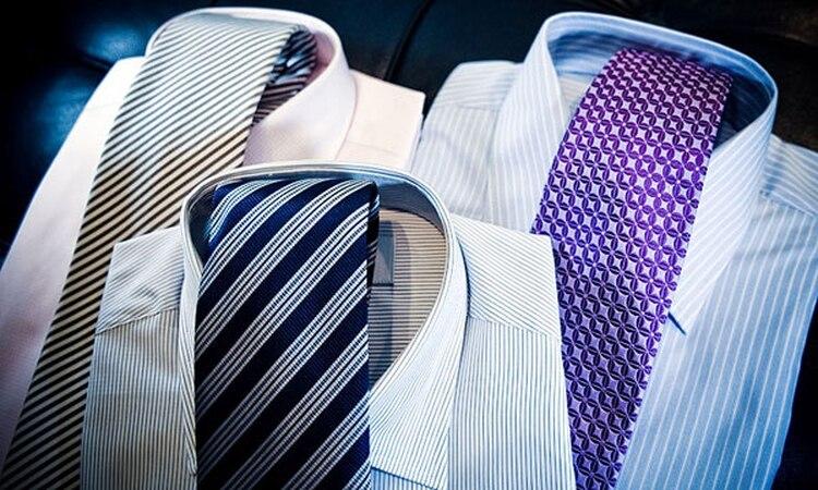 40b6d0475470d Moda  cómo combinar corbatas y camisas a rayas sin perder estilo ...