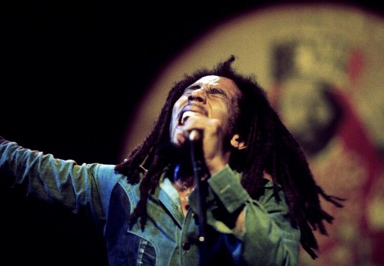 Bob Marley en el Rainbow Theatre durante su Exodus Tour en Londres, junio de 1977 (Adrian Boot/REUTERS)
