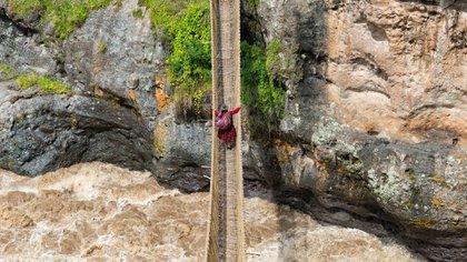 El puente colgante Queshuachaca databa del imperio inca en Perú (Shutterstock.com)